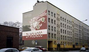"""Bytom. Powstał mural z okazji 100-lecia bitwy pod Warszawą. """"Bytomiacy"""" odegrali w niej ważną rolę"""