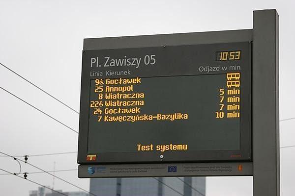 """Radna Warszawy: """"Rozważmy elektroniczne tablice informacyjne również dla autobusów"""""""