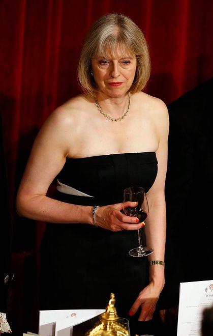 Funt w górę dzięki aferze seksualnej. To może wpłynąć na Brexit