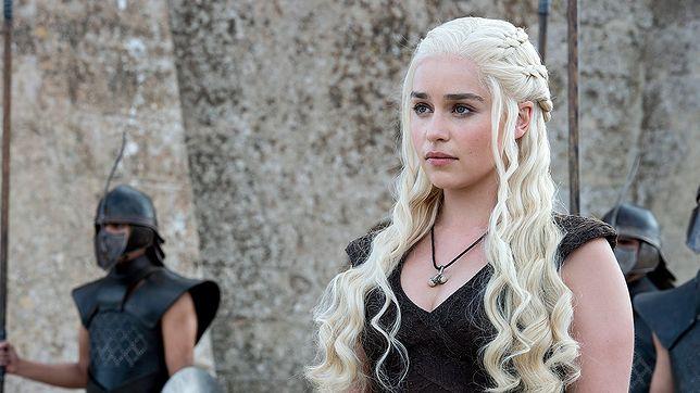 """Emilia Clarke zrobiła tatuaż z """"Gry o tron"""". """"Zemdlałam tylko na chwilę"""""""