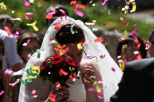 """Zliczyła koperty po ślubie. """"78 osób i 6 tys. złotych. Uważam, że to kpina"""""""