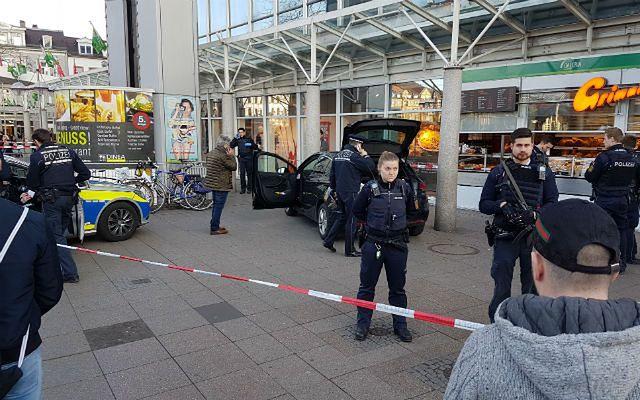 Niemcy. Nieznany sprawca wjechał w tłum