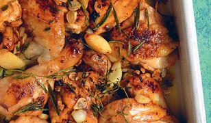 Kurczak duszony z czosnkiem, rozmarynem i wermutem