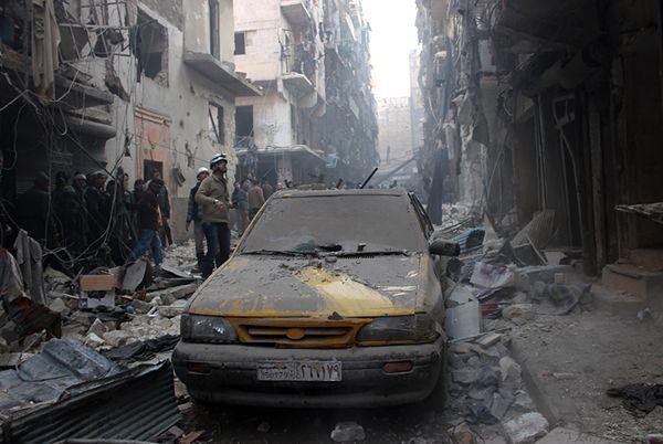 Efekty bombardowań na ulicach Aleppo