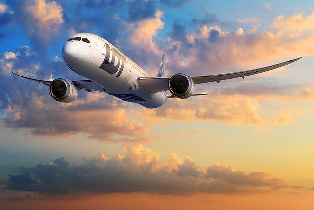"""Ekipa """"Bożego Ciała"""" na pokładzie LOT-u. Linie lotnicze pochwaliły się fotką"""