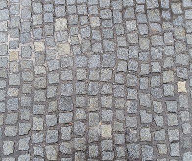 Warszawa. Spór toczy się o chodnik [zdj. ilustracyjne]