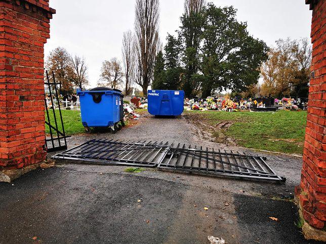 Opolszczyzna. Wandale wyrwali cmentarną bramę. Apel proboszcza (Fot. parafia św. Mikołaja w Kopernikach)