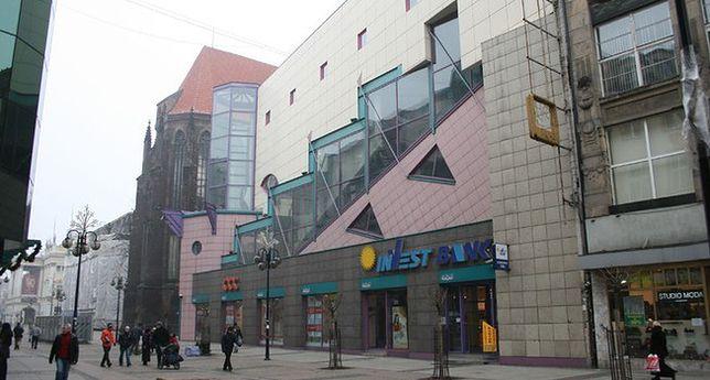 Wyburzą najbrzydszy budynek we Wrocławiu. A co w Warszawie?