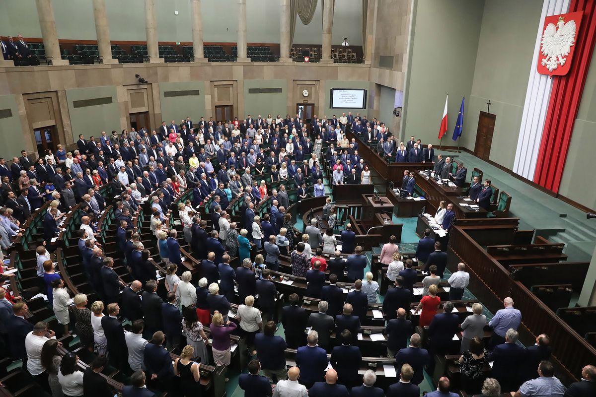 Wieczór w Sejmie pod znakiem głosowań. Przyjęto nowelizację ws. zaostrzenia kar za pedofilię