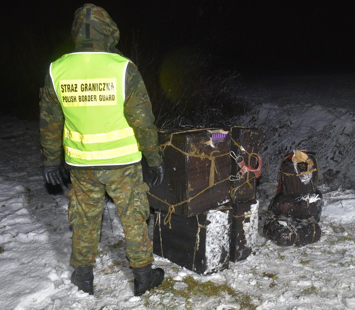 Przemyt bursztynu i papierosów przez zieloną granicę. Straż Graniczna zatrzymała Ukraińców