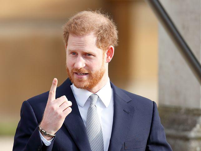 Książę Harry odwiedził klinikę. Ma dość wypadających włosów