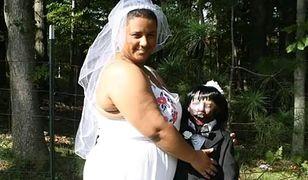 20-letnia Felicity Kadlec poślubiła 37-letnią lalkę-zombie
