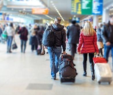 Kobieta opisała na Twitterze, co ją spotkało na lotnisku