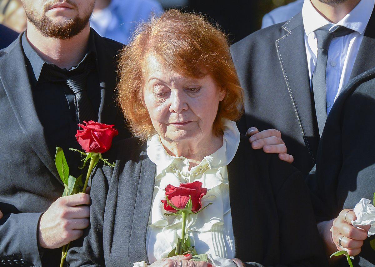 Iga Cembrzyńska na pogrzebie Janusza Kondratiuka w 2019 r.