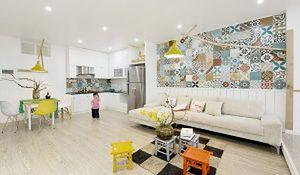 Patchwork na ścianie. Nowoczesne mieszkanie ze szczyptą koloru