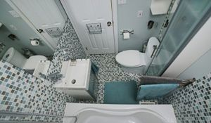 Mała łazienka pełna możliwości. Sprawdzone pomysły na aranżację łazienki