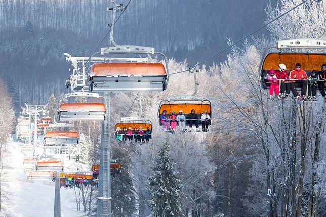 """Stacja narciarska uczy, jak poprawnie korzystać z wyciągu. W tym celu stworzyła kolejny """"nieporadnik"""""""