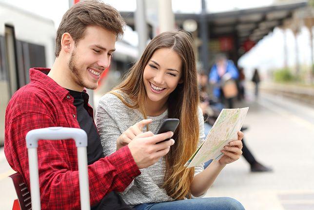 Podróże nie muszą być drogie. Jak oszczędzać na transporcie, noclegach czy wymianie waluty?