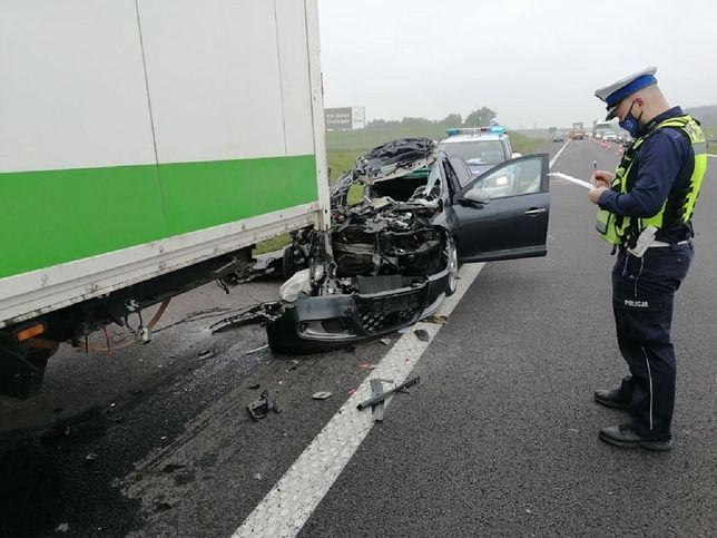 Wypadek na A1. Auto wjechało w tira. Nie żyje kobieta
