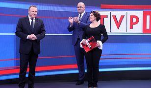 """Prezes TVP Jacek Kurski, szef """"Wiadomości"""" Jarosław Olechowski i prowadząca program Edyta Lewandowska"""