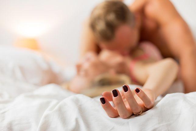 W Polsce statystyczny singiel ma więcej partnerek seksualnych niż statystyczna singielka