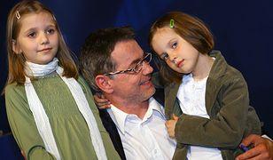 Robert Janowski z córkami Tolą i Anielą w 2006 r.