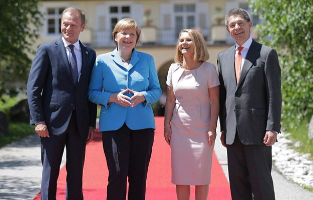 Donald Tusk z żoną Małgorzatą oraz Angela Merkel z mężem Joachimem Sauerem w bawarskim Kruen