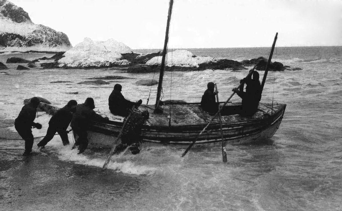 Shackleton wyruszający na Georgię Południową po pomoc dla swojej załogi uwięzionej na Wyspie Słoniowej