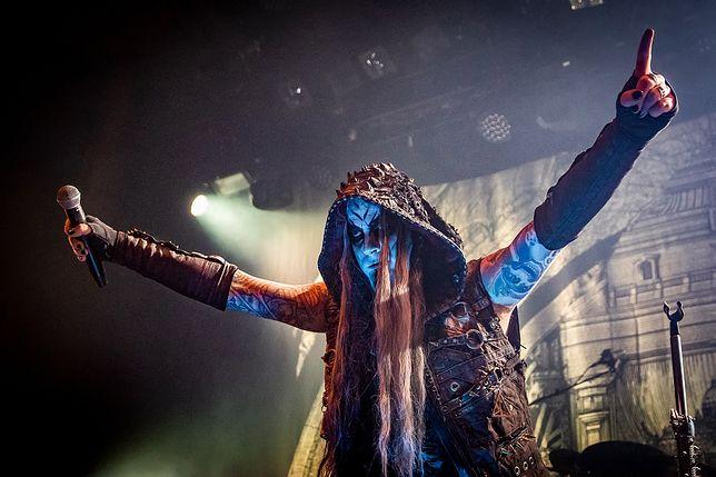Wokalista zespołu Dimmu Borgir na scenie