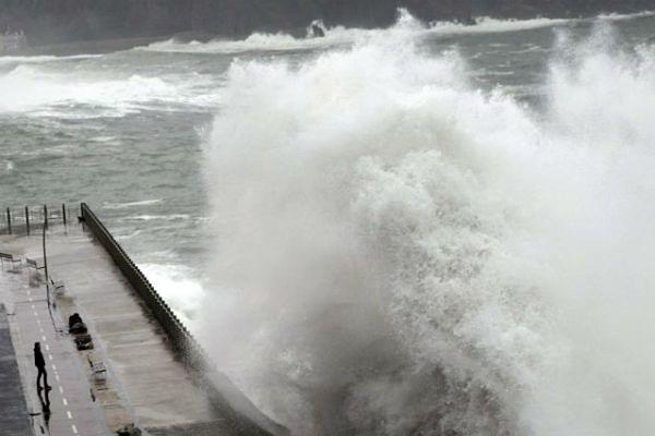"""Orkan """"Aleksandra"""" nadciąga nad Pomorze. Służby ostrzegają: zostańcie w domu"""