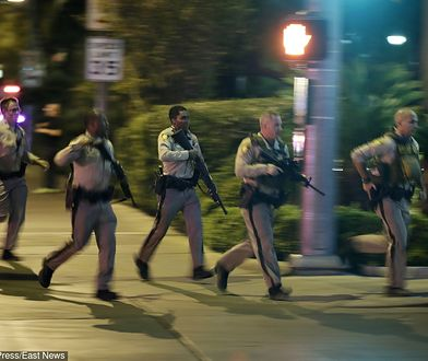 Policjanci po strzelaninie w Las Vegas, w której zginęło co najmniej 58 osób