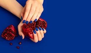Niebieskie paznokcie na lato 2020. Inspiracje z Instagrama