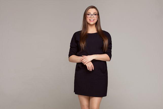Klasyczne kroje sukienek korzystnie prezentują się na kobiecej sylwetce