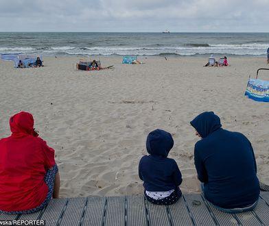 Załamanie pogody. Polacy rezygnują z wyjazdów krajowych, na urlop wybierają kierunki zagraniczne