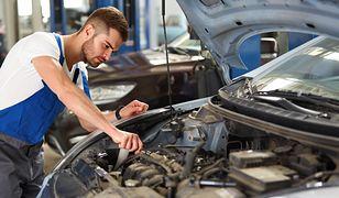 Czasem zanim mechanik przystąpi do naprawy, musi wyczyścić silnik