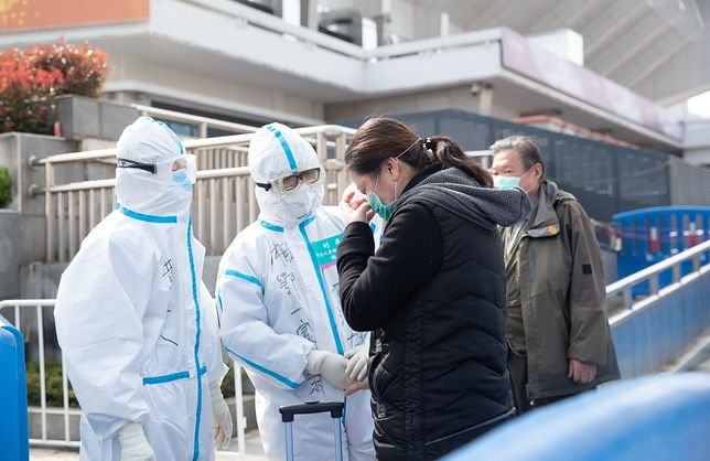 """Koronawirus w Chinach. Narodowa komisja zdrowia ChRL: """"Moment szczytowy epidemii minął"""""""