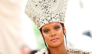 Najbardziej obrazoburczy strój Met Gali? Rihanna jak papież