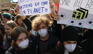 Nie w szkole, a na ulicy. Uczniowie na Młodzieżowym Strajku Klimatycznym