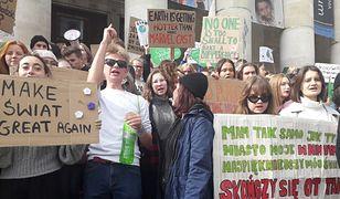 """Młodzieżowy Strajk Klimatyczny w Warszawie. Nie poszli do szkoły, by protestować. """"Zaczynamy od ulicy"""""""