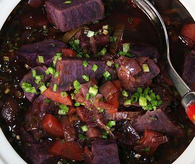 Gulasz z fioletowych batatów. Rozgrzewa i syci