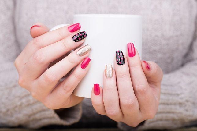 Paznokcie tytanowe - jak zrobić manicure tytanowy w domu?