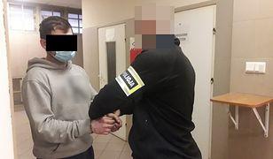 Warszawa. Napadł z nożem na pracownika sklepu. Nie działał sam