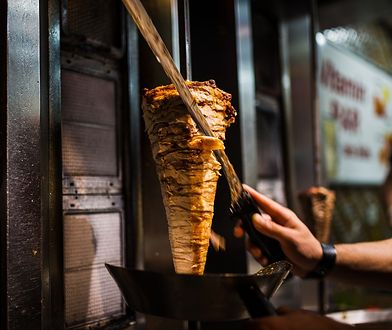 Bar oferuje kebab