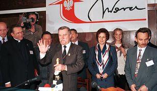 Gdańsk, 05.11.1995, dzień wyborów prezydenckich. Od lewej ks.Henryk Jankowski, Lech Wałęsa, Danuta Wałęsa, Jerzy Borowczak