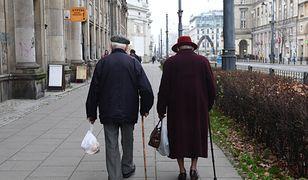 Przez rosnące ceny, głównie żywności, emeryci mogą sobie pozwolić na mniej.