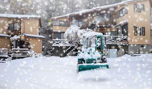 Sztorm Emma szalejący na Atlantyku spotkał się z Bestią ze Wschodu, powodując silne opady śniegu i wiatr.