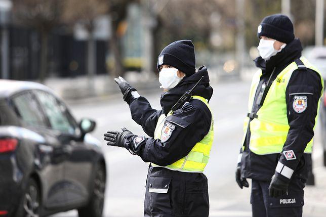 W związku z epidemią koronawirusa zaostrzono przepisy. Policjanci zapowiadają skrupulatne kontrole