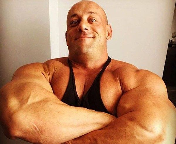 Hardkorowy Koksu otwiera siłownię w Warszawie