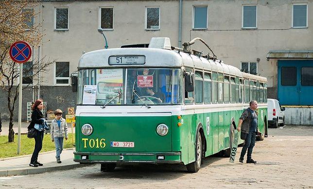 70 lat temu wyjechały na ulice pierwsze trolejbusy. Służyły warszawiakom blisko 50 lat