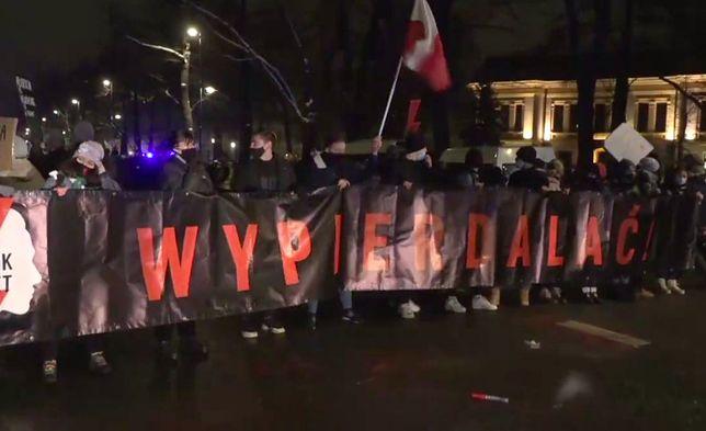 Warszawa. Znów gorąco na ulicach stolicy. Ale nie tylko, bo demonstracje odbywały się w wielu miastach
